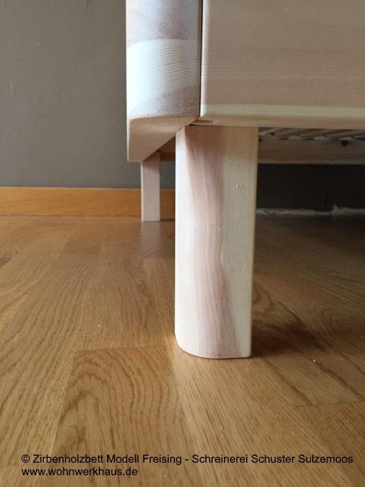 zirbenholzbett-freising-aus-der-zirbenmanufaktur-sulzemoos-in-der-nähe-von-freising