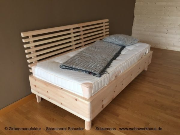 zirbenholzbett-freising-gefertigt-in-zirbenmanufaktur-schuster-sulzemoos-bei-freising