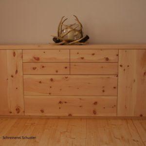 zirbenkommode-aus-naturbelassenem-zirbenholz-gefertigt-in-sulzemoos-bei-münchen