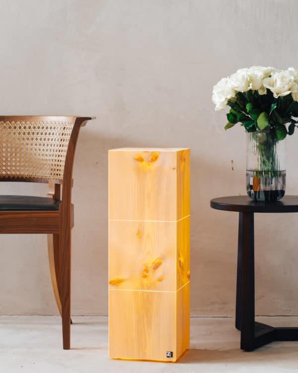 ZirbenLufter-ZirbenLuefter-Cube-3-21-Lampe-Designer-Stehlampe-Bodenlampe-Zirbenholz-Zirbe-Arve-Arvenholz-LED-IMG_4253